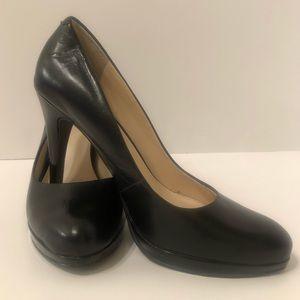 Nine West Black Leather Heel Size 6.5